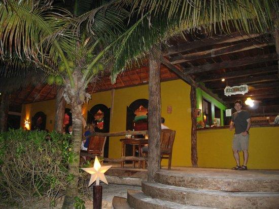 Cabanas La Luna: la luna lobby and resto