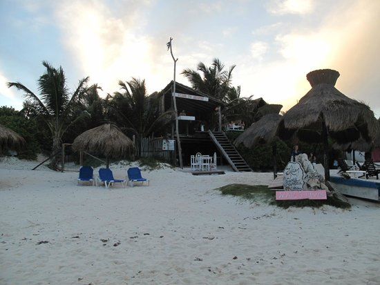 Cabanas La Luna: stair to heaven bar next to la luna