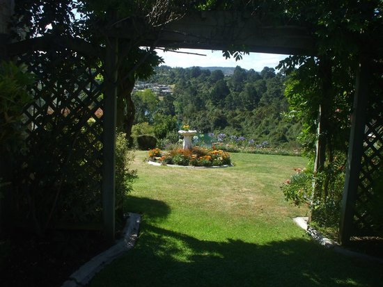Riverview B & B Taupo: Side of Home