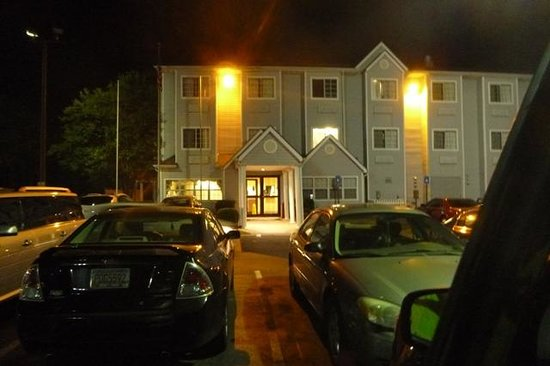 Microtel Inn & Suites by Wyndham Atlanta Airport: Beautiful outside appearance