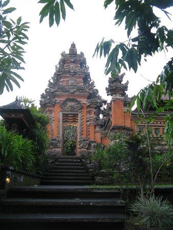 Puri Saraswati Bungalows: Saraswati temple