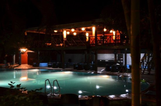 Outpost : Pool n Water's Edge elevated sitout