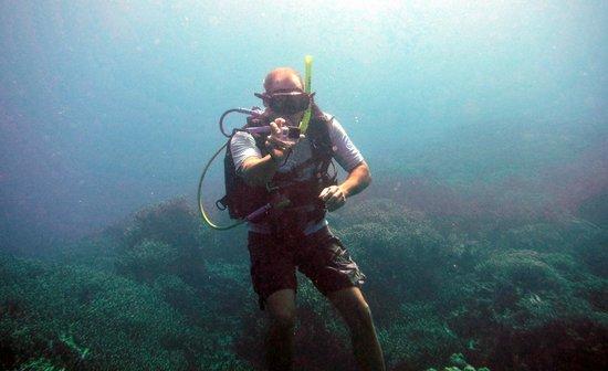 Snuba -Vanuatu: Brad taking photos of us