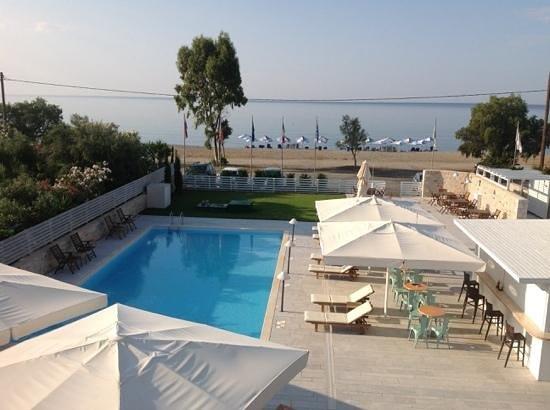 Thirides Beach Resort: piscine et plage