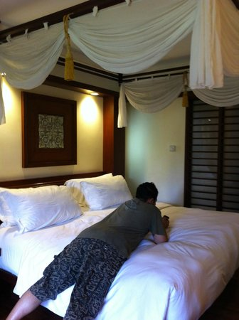 Melia Bali: Our bed