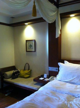 Melia Bali Indonesia: See the divan?