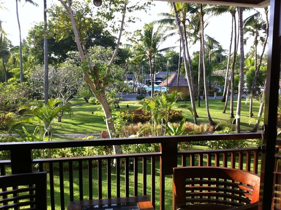 Melia Bali : Overlooking the garden and pool