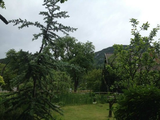 Cottage and Chalet Pr Klemuc: The view from the tarrace on a cloudy day