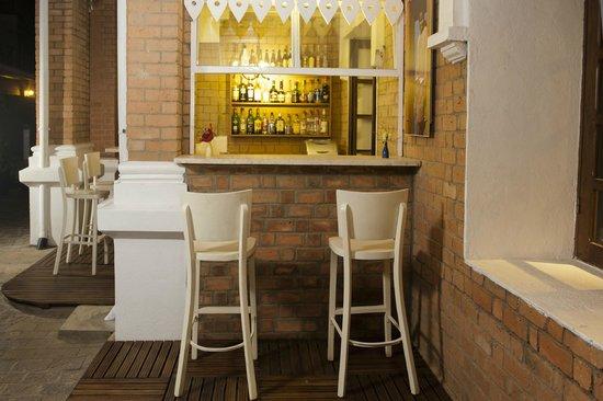 Les Trois Metis : Bar extérieur