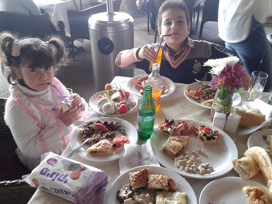 Orjuwan Lounge & Deli: My children enjoy their meal in  ORJUWAN LOUNGE