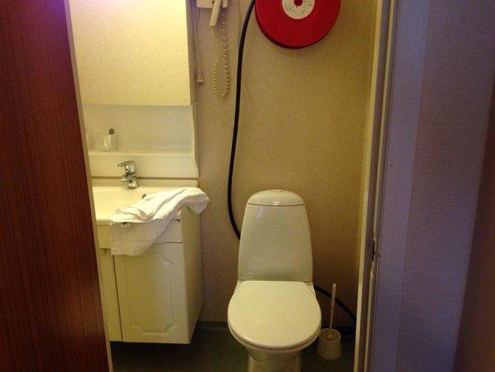 Stavanger lille Hotel: Banheiro do quarto duplo suite