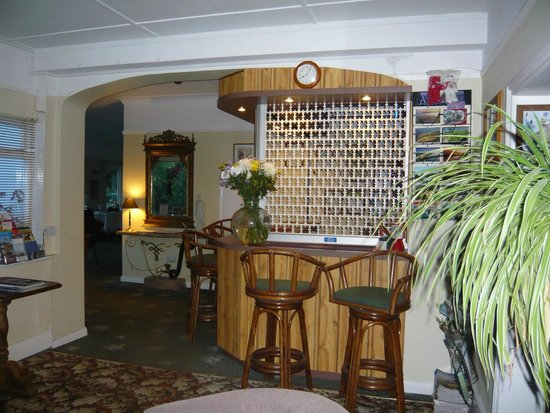 The Croft Guest House: Bar & Dining area entrance