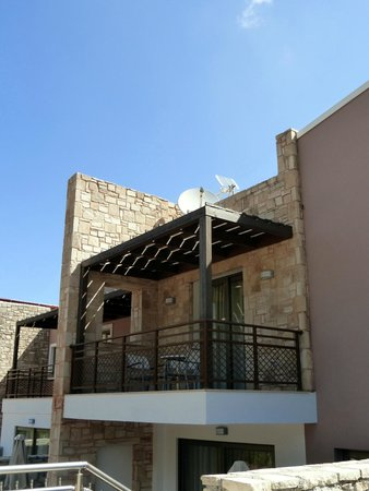 Filion Suites Resort & Spa : Verandah at the back of Cretan Villa