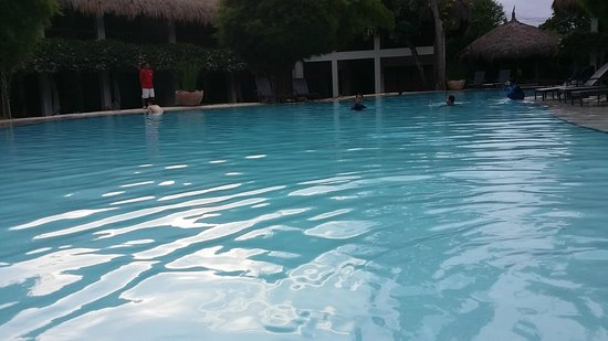 Bluewater Maribago Beach Resort: Lagoon pool