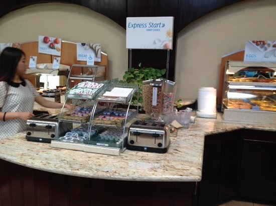 Holiday Inn Express Hotel & Suites Hollywood Hotel Walk of Fame: Breakfast