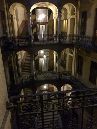 Small Group Hostel : l'intérieur de l'immeuble vu de la cour