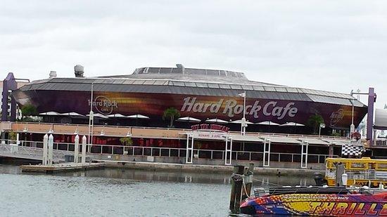Crest Hotel Suites: Hardrock Cafe in Bayside