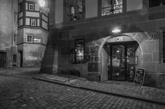 Banshees' Lodge : Entrée sur la Rue d'Or
