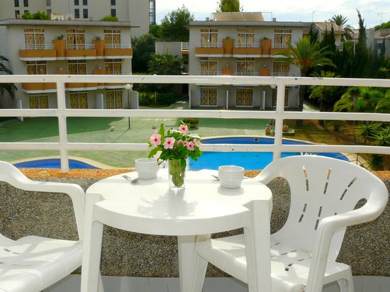 Appartamentos Club Sa Coma: Balcony and view to some of the buildings of Club Sa Coma