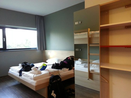 MEININGER Hotel Berlin Airport: The twin beds in 4 bed dorm
