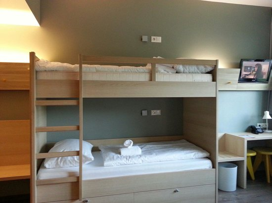 MEININGER Hotel Berlin Airport: The double decker bed in the 4 bed dorm