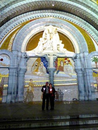 Sanctuaire Notre Dame de Lourdes : Front door of the Rosary Basilica