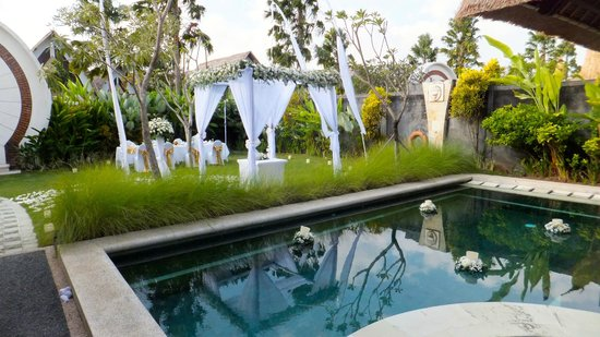 Villa Seminyak Estate & Spa: Wedding decoration - private pool