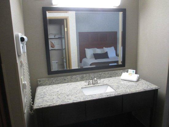 Moab Valley Inn : Lavabo dans la chambre