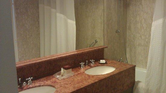 Holiday Inn Nice: Bathroom