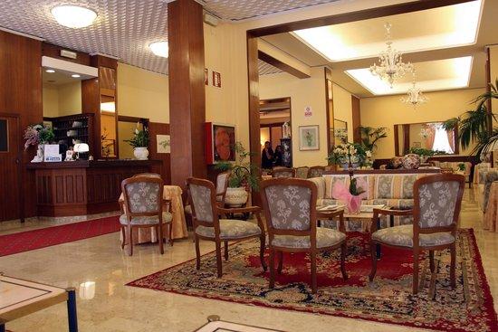 Hotel Parma e Oriente: Reception area