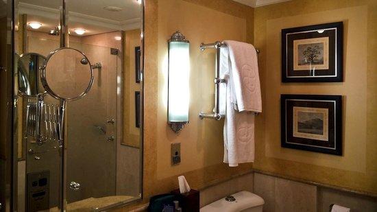 The Langham, Sydney : Langham bathroom
