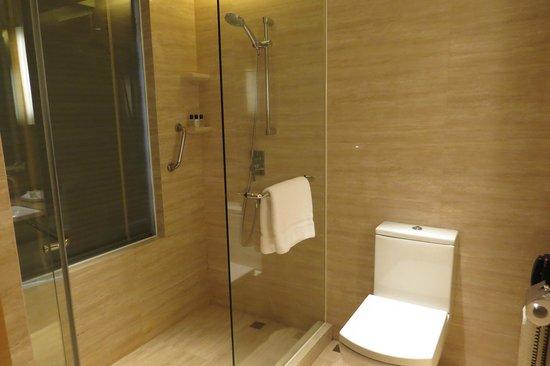 Renaissance Hong Kong Harbour View Hotel : Bathroom