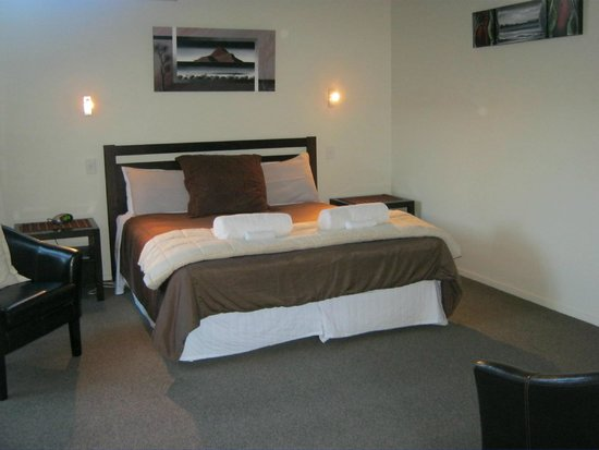 Tairua Shores Motel: Beautiful elegant bedroom!!