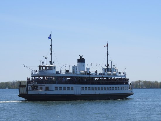 Toronto Islands Ferries : Centre Island ferry