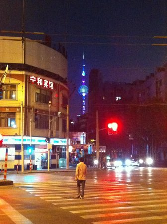 Shanghai Fish Inn Bund : Intersection Middle Henan Rd and Beijing Rd (looking down Beijing Rd to the Bund). This is right