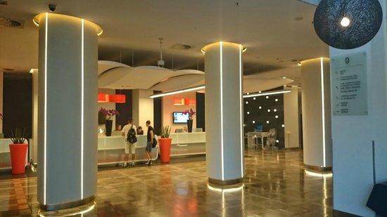 Novotel Poznan Centrum: lobby i recepcja