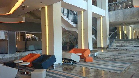 Novotel Poznan Centrum: lobby