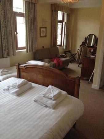 The Royal Oak Hotel: Big room