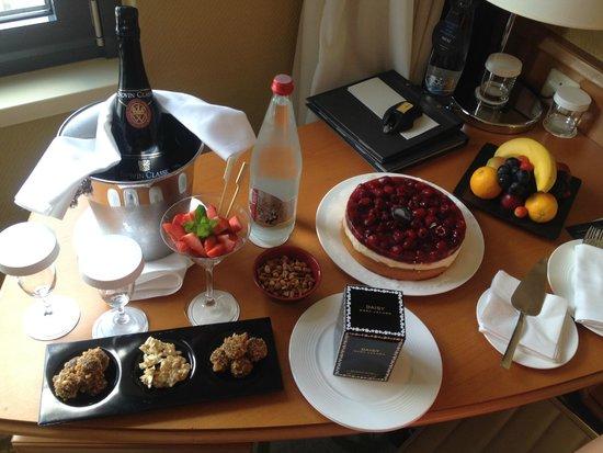Hilton Prague Old Town : Birthday Surprise Arrangements
