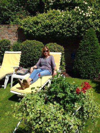 HOTEL OLIMPIA Venice: Relaxing in the garden