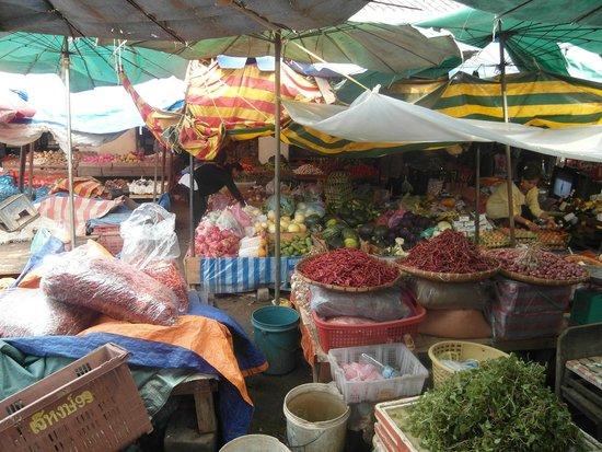 Tamarind Cooking Courses: Morgenmarkt Luang Prabang