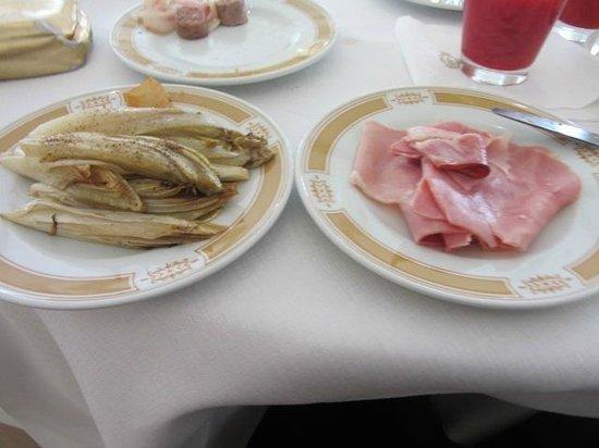 Mercure Catania Excelsior: SAME VEG & HAM EVERYDAY.