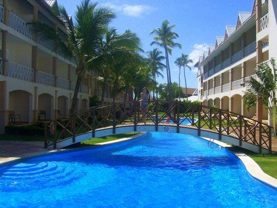Be Live Collection Punta Cana: один из бассейнов