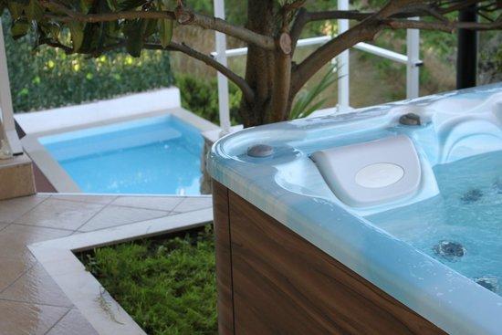 Apartments Stella Maris: Pool & hot tub