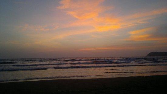 Ashiyana Yoga Resort Goa: sunset on mandrem beach