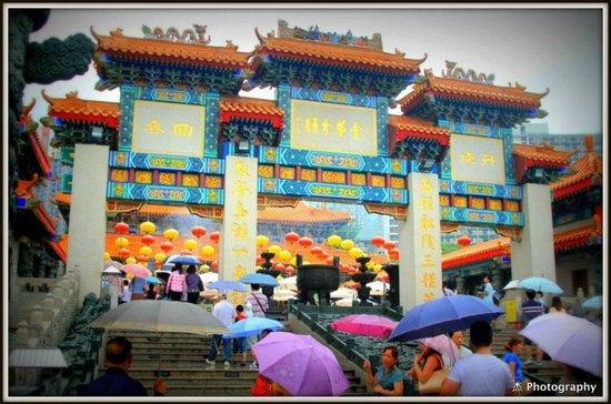 Wong Tai Sin Temple (Sik Sik Yuen Temple): Entrance Gate