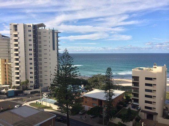 Surfers Beachside Holiday Apartments: Beach View