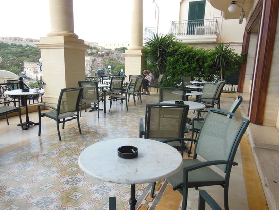 Grand Hotel Gozo: the café in front of the hotel
