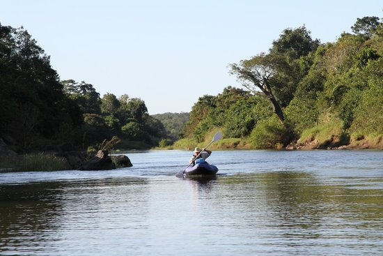 Tongole Wilderness Lodge: Canoe on the Bua River