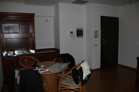 Hotel Royal San Marco: entrée coin cuisine